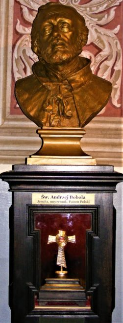 Popiersie i relikwie św. Andrzeja Boboli w Sanktuarium Matki Bożej w Świętej Lipce.